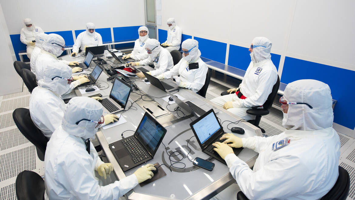 Hedge Fund Urges Intel to Outsource Chip Production: Reuters